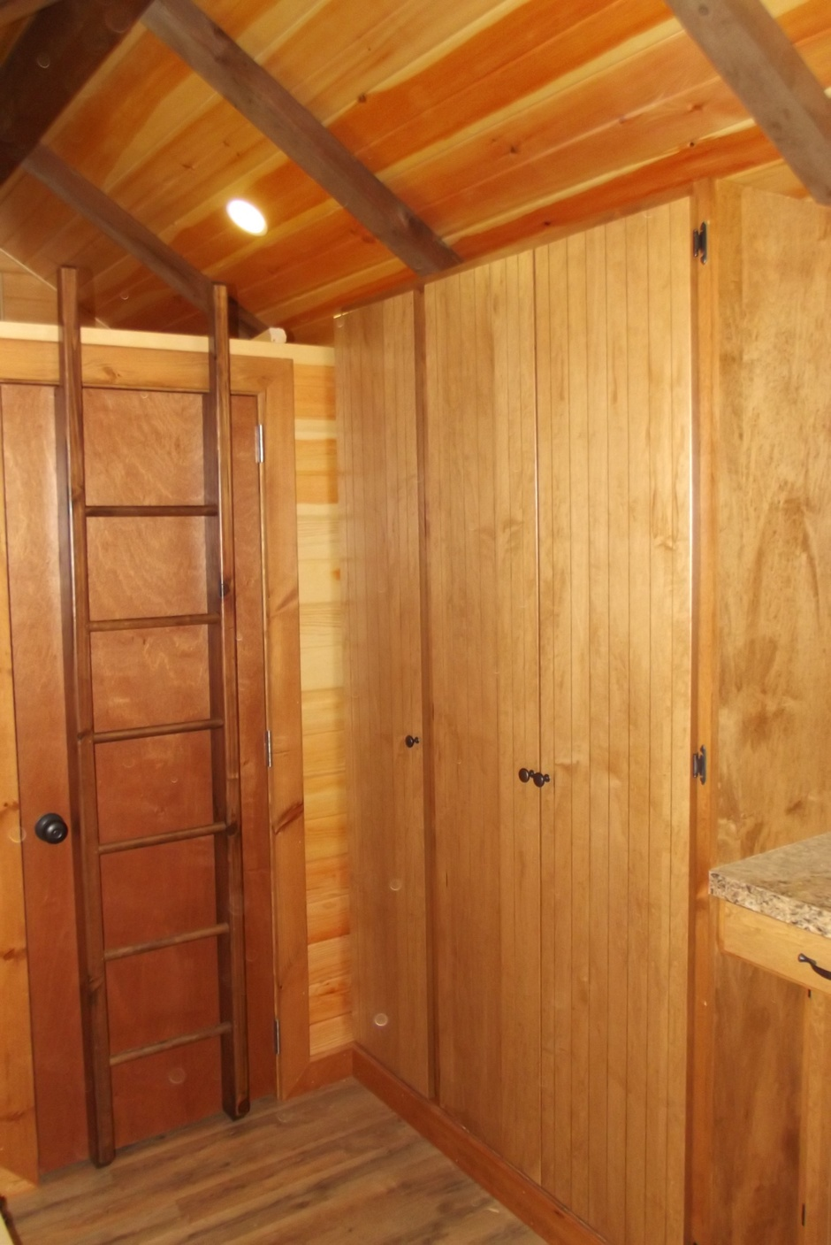 tinyhome_largercupboards