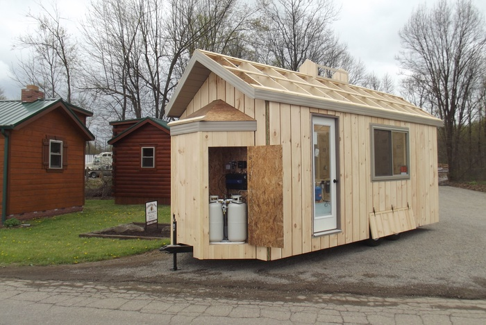 tinyhome_underconstruction